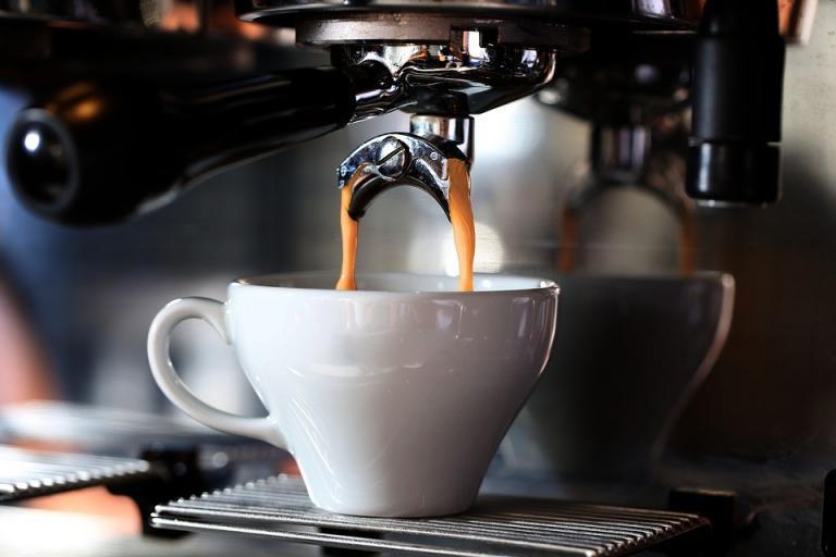 Read more about the article פולי קפה לאספרסו: האם פולי קפה לאספרסו ופולי קפה רגילים הם זהים?