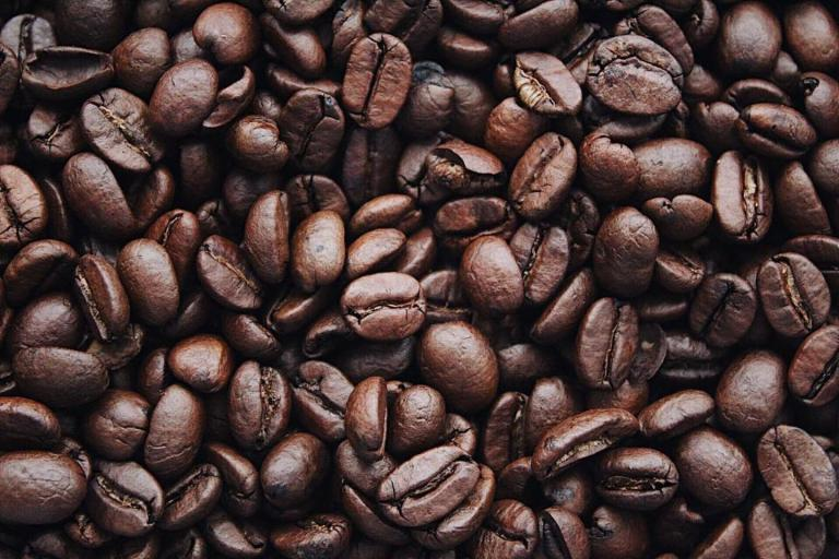 Read more about the article אחסון פולי קפה: כיצד לאחסן נכון את הקפה שלכם