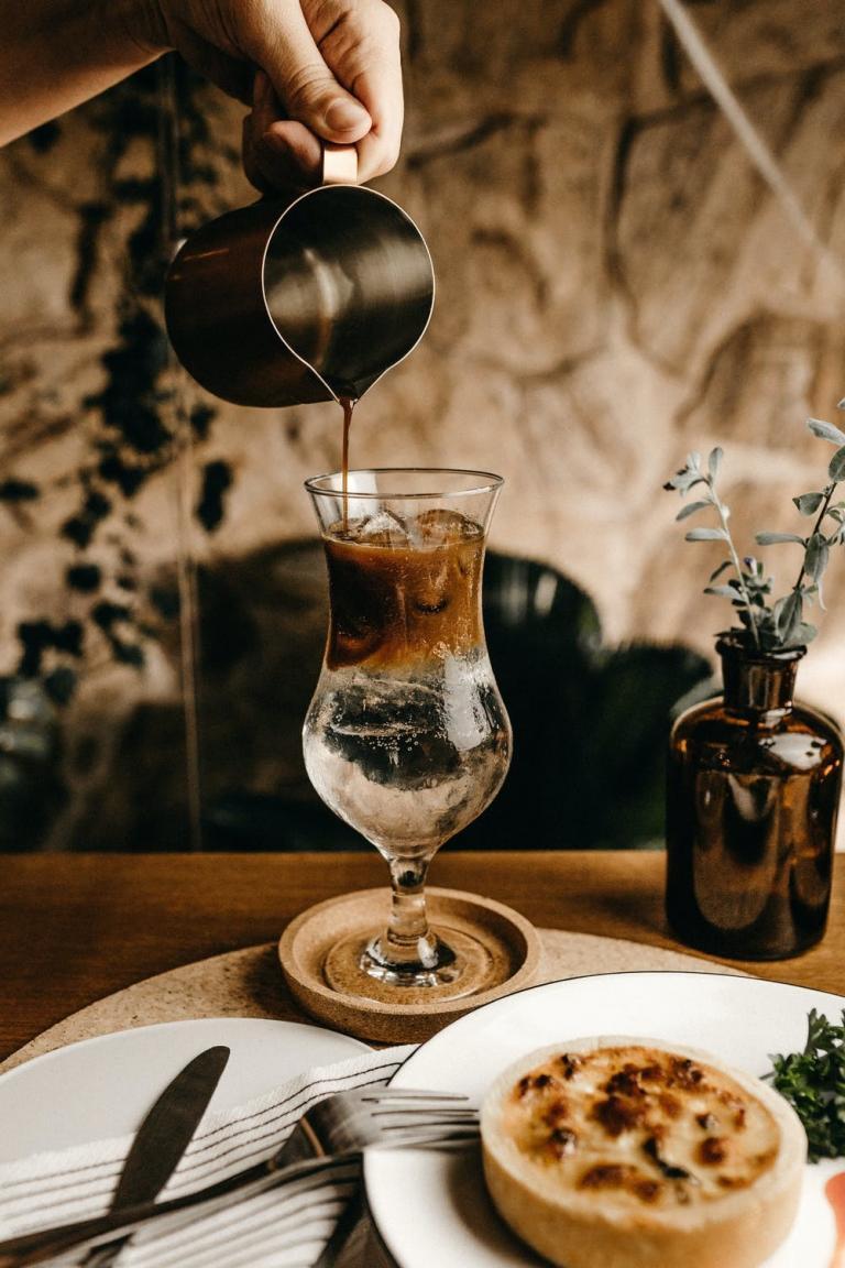מדוע כדאי לנסות קפה טורקי? (ואיך מכינים אותו?)