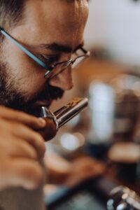 בדיקת איכות פולי קפה בשיטת 'הכוסות'