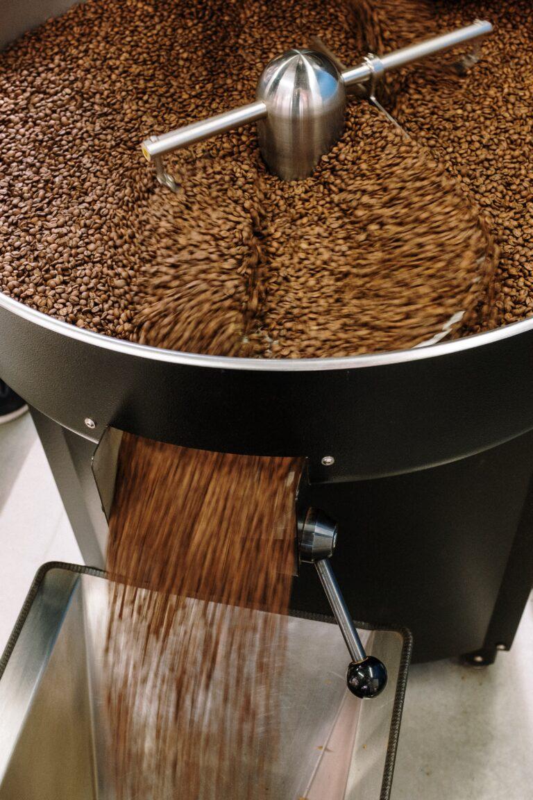 Read more about the article קליית פולי קפה: 7 עובדות מעניינות על תהליך הקלייה של קפה